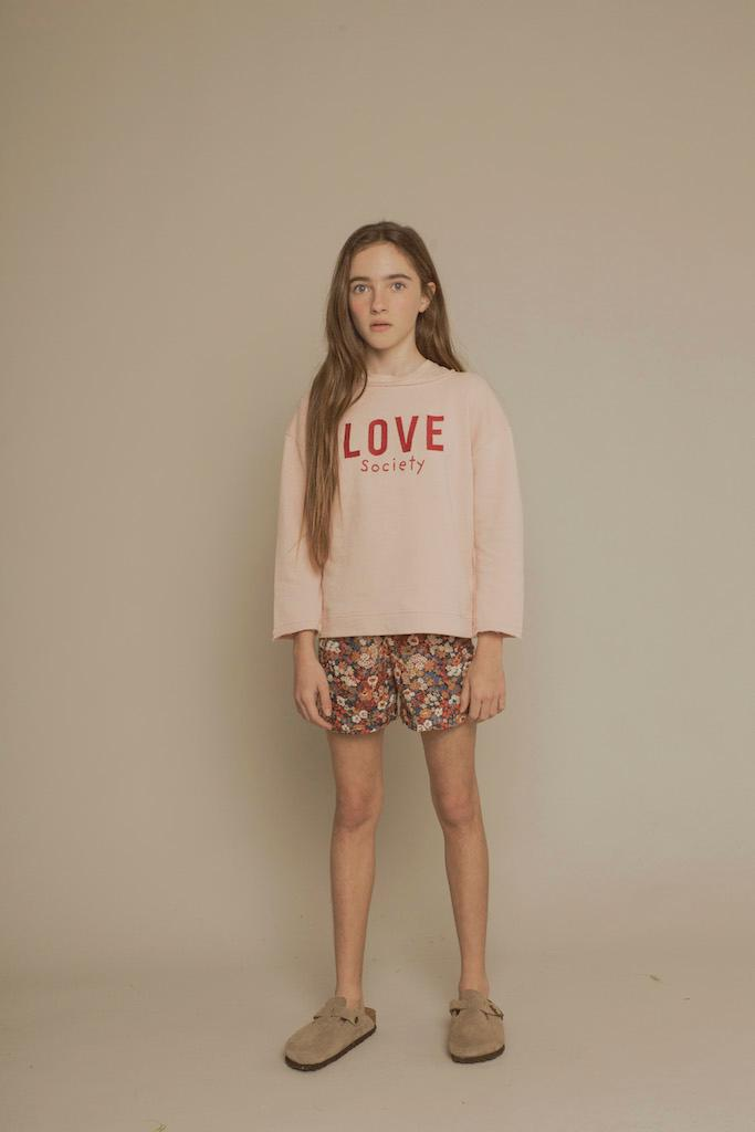 Sweatshirt Love in Shell mit roter Stickerei
